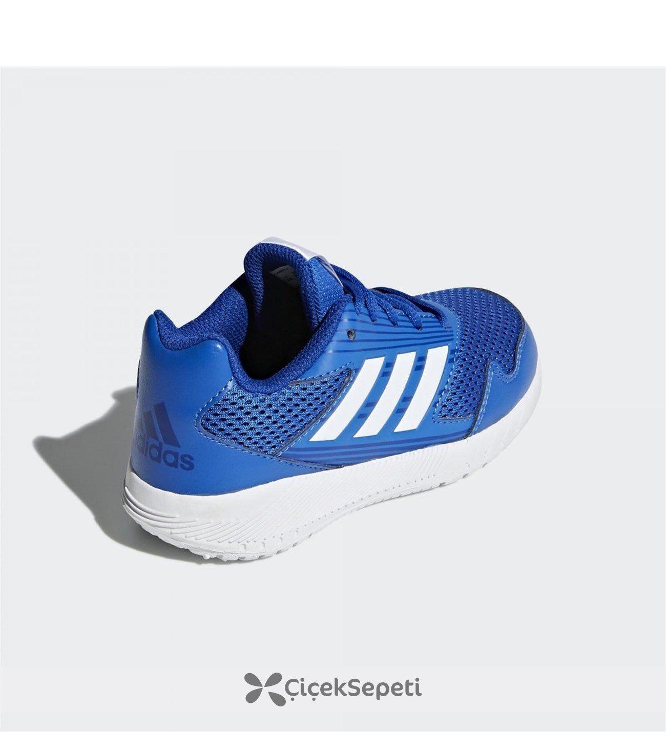 Spor ayakkabılar ve kemerler Mavi'ye taze geldi