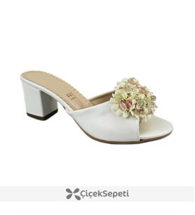 Beyaz Deri Taşlı Çiçek İşlemeli Bayan Terlik 8310
